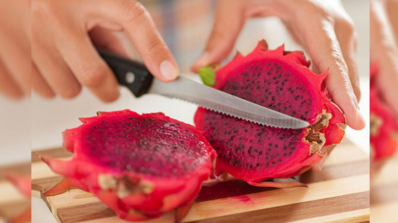 How To Prepare & Eat A Dragon Fruit (Pitaya)
