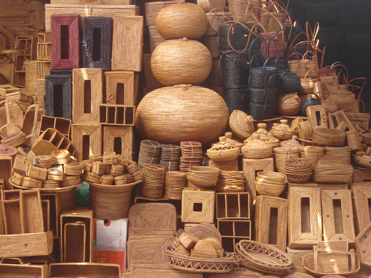 TRADITIONAL HANDICRAFTS OF VIETNAM