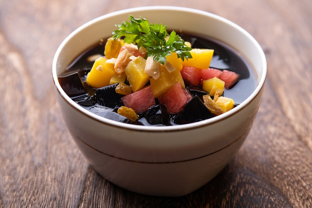 Major heat beat the heat with a bowl of grass jelly dessert